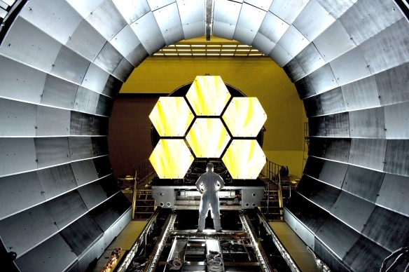 CONSTRUIR CINE Space-telescope-mirror-segments-james-webb-cosmos visualhunt